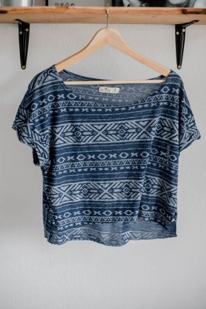 Bauchfreies Shirt im Ethnolook