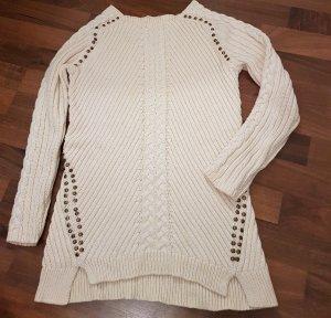 Baumwollpullover mit Zopfmuster und Nietenverlauf