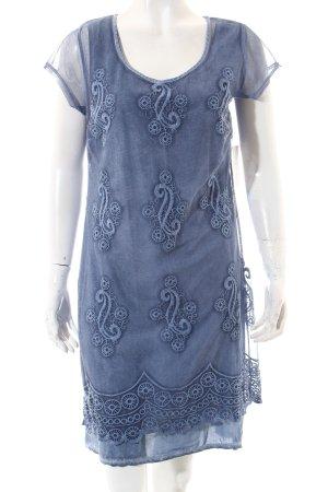 BC Vestido violeta azulado estampado con aplicaciones estilo gitano