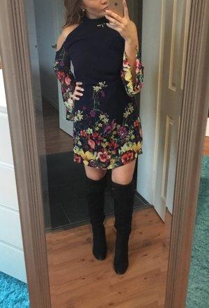 Be in- offshoulderdress mit Blumenprint