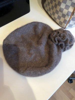Sombrero de punto marrón grisáceo