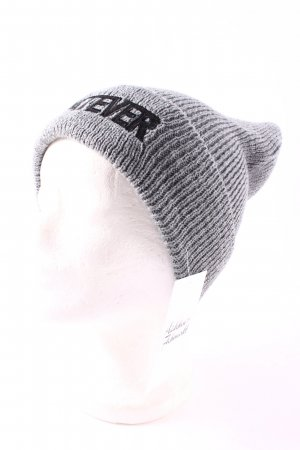 Beanie grey flecked casual look