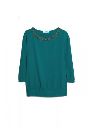 Beautiful green blouse with details on neck 40-42