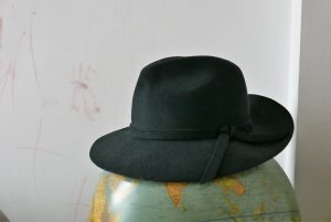 Beautiful Hat 100% wool- Maya Copenhagen-