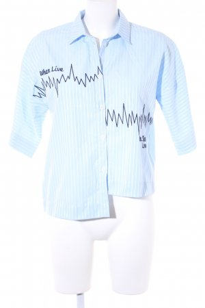 bebe Blouse à manches courtes bleu azur-blanc lettrage brodé style romantique