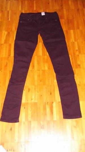 Beerenfarbene Skinny Jeans