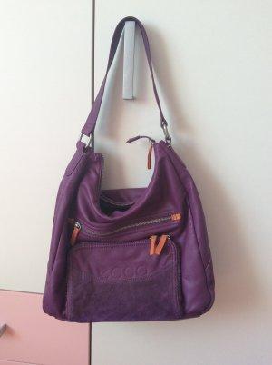 Beerenfarbene Tasche der Marke Ecco