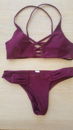Beerenfarbener Bikini