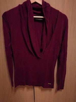 Beerenfarbener Pullover mit Wasserfallkragen