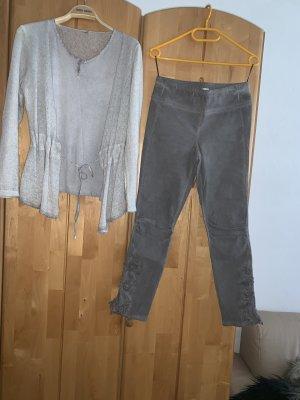 Beide hosen und cardigan