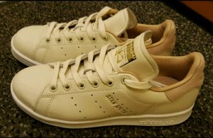 beige Adidas Stan Smith