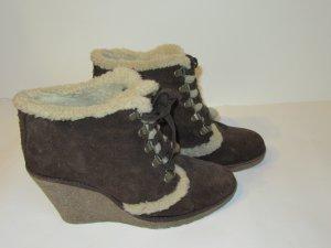 Beige-braune Ankle Boots / Schnür-Stiefeletten von Hanna White, mit Plüsch-Futter, Keil-Absatz, Wildleder-Optik