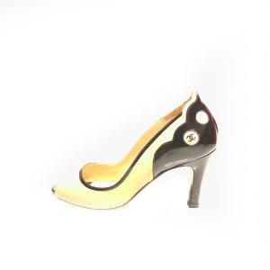 Chanel Sandalias de tacón beige