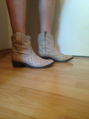 Beige Echtleder-Stiefeletten mit Nieten im Cowboystil