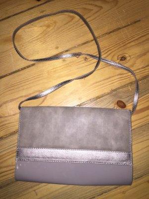 Beige graue Handtasche mit Magnetverschluss