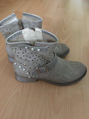 Beige/graue Stiefeletten von Rieker in Größe 38