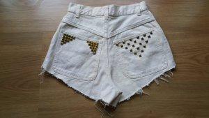 Beige highwaist Shorts mit Nieten