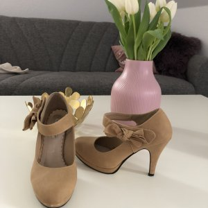 Beige hohe Schuhe mit riemchen und Schleife