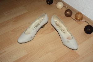 Hush Puppies Pointed Toe Pumps beige