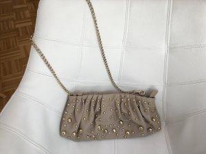 Beige kleine Tasche mit Goldkette