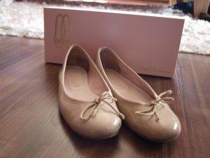 Beige Lackleder Pretty Ballerinas