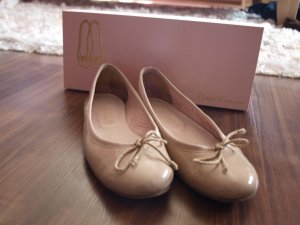 Beige Lackleder Pretty Ballerinas