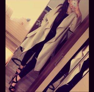 Beige Mantel sehr elegant und schön