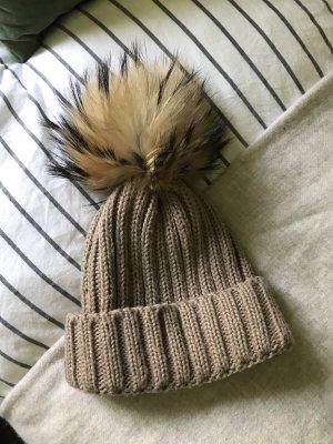 Beige Mütze mit echtfell Pelz Bommel