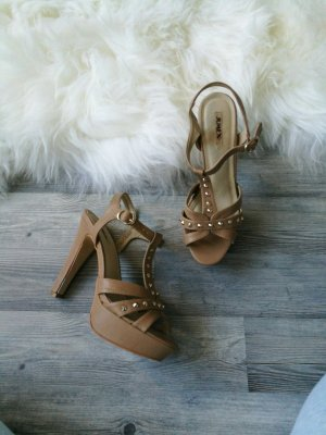 Beige Nieten Sandaletten