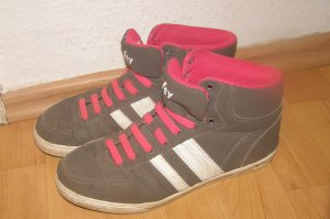 beige-pinke Sneaker mit Fakeschnürer