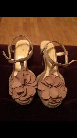 Beige Sandalette mit kleinem Absatz