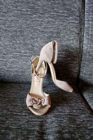 conbipel Strapped High-Heeled Sandals cream-oatmeal