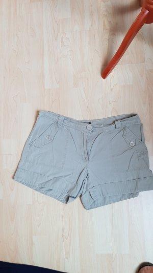 beige/sandfarbene Short kurz Gr  42 H&M