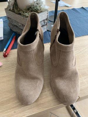 Beige Schuhe mit Keilabsatz