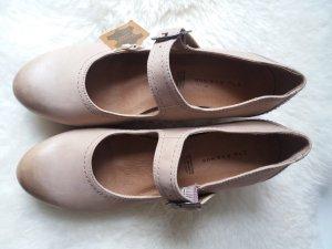 Beige Schuhe von Deichmann