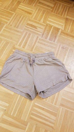 Beige Shorts mit eingestanzten Muster