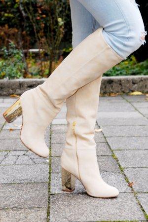 Beige Stiefel mit goldenem Absatz