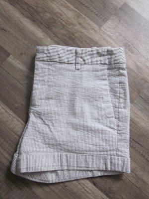 beige weiß gestreifte Shorts