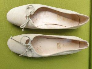 Beige Wildleder Ballerinas von GEOX
