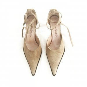 beige wildleder sling pumps