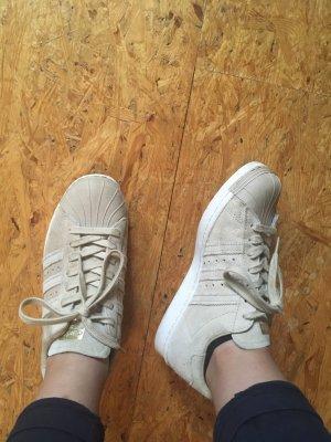 Beige Wildleder sneaker
