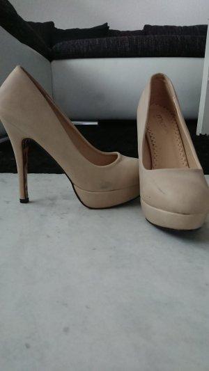 Beigefarbene High Heels