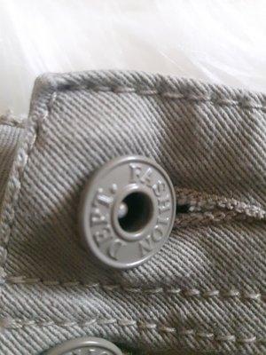 Beigefarbene Shorts aus Italien