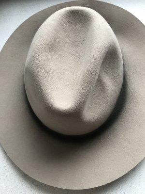 Beigefarbener Hut von Zara