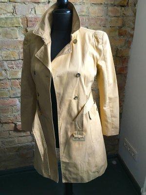 beigefarbener Trenchcoat von Zara