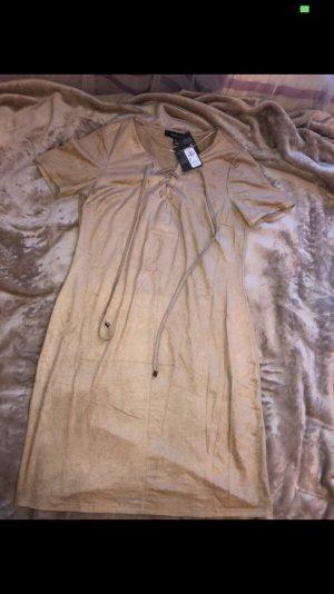 Beiges Kleid in Wildlederoptik