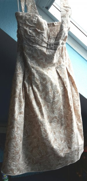 Beiges Sommerkleid mit Muster