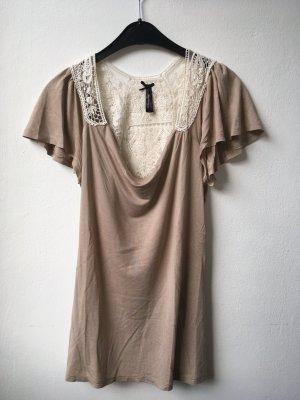 beiges T-Shirt mit Spitzendetail am Rücken