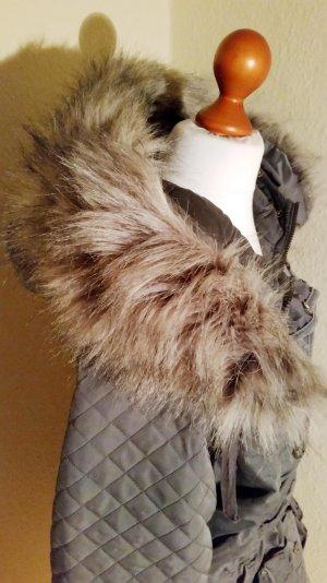 beliebter Wintermantel, von Dreimaster, in Grau, mit Kunstfellbesatz