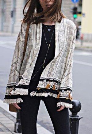 Beliebter Zara Folk Kimono mit Quasten / Bommeln Blogger Instagram